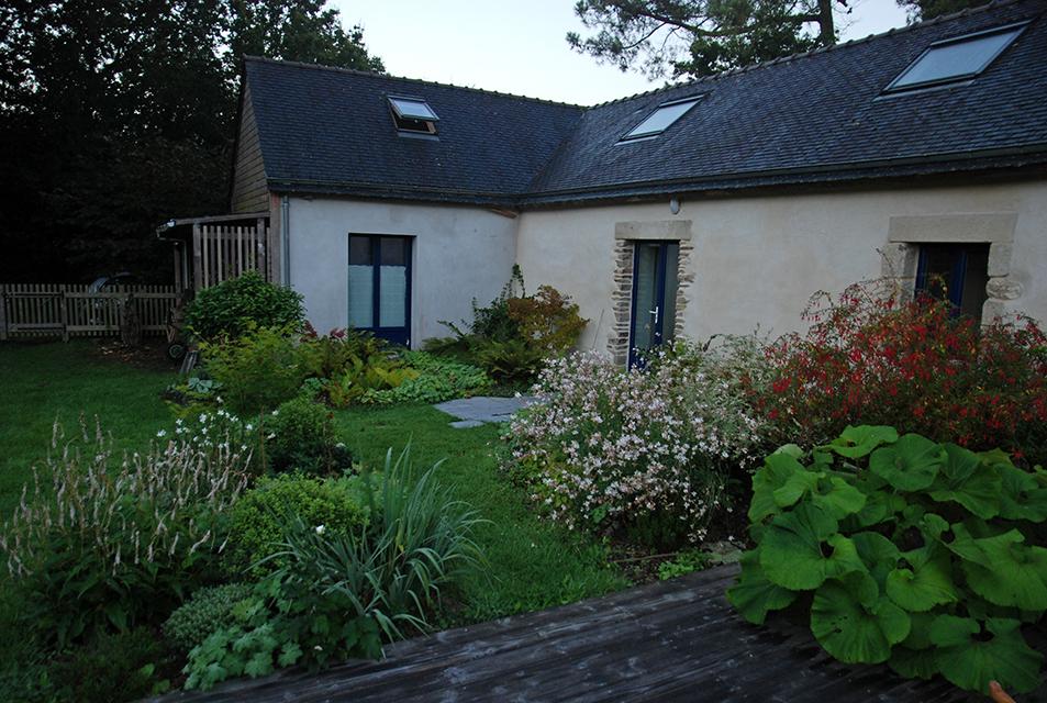 13-jardin-keruyo-bretagne-massif-terrasse-gaura-fushia-petasite ...